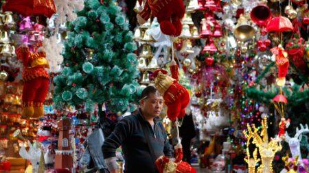전 세계 크리스마스 용품 60% 생산하는 중국에 내려진 '크리스마스 금지령'