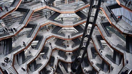뉴욕 새 랜드마크 '허드슨 야드' 공개…계단 2500개로 연결된 '벌집 조형물' 눈길