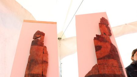 경주 월성 해자서 1천600년전 나무 방패 2점 발견