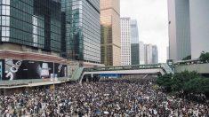 성난 민심에 홍콩 '범죄인 인도 법안' 심의 연기…최루탄 발사도