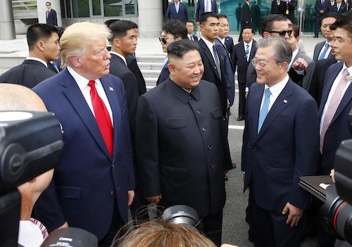 """""""김정은 안 왔으면 민망했을 뻔..""""트럼프, 남북미 회담 솔직 발언"""