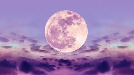 오늘(17일) 밤, 보는 사람에게 행운 찾아오는 '스트로베리 풀문' 뜬다