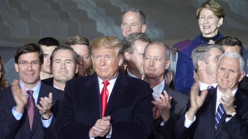 트럼프 '우주군 창설, 대중 견제' 美국방수권법 서명