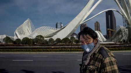 """[단독] 후베이성 내부문서 """"우한 시민 수천 명, 도시 봉쇄 뚫고 타 도시로 이동"""""""