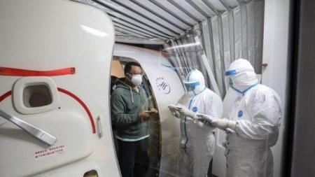 """""""중국발 바이러스 보균자 3분의 2, 발견되지 않았다"""" WHO·英연구진"""