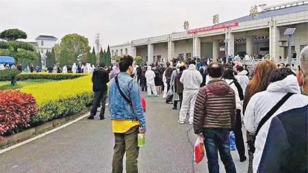 우한시내 화장터 1곳서 이틀새 유골함 5천개 주문…공식 발표 사망자수 2배