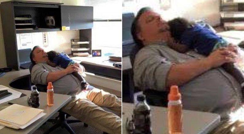 낯설어 우는 아이 위해 퇴근 포기하고 사무실에서 함께 잠든 미국 아동보호기관 직원의 모습